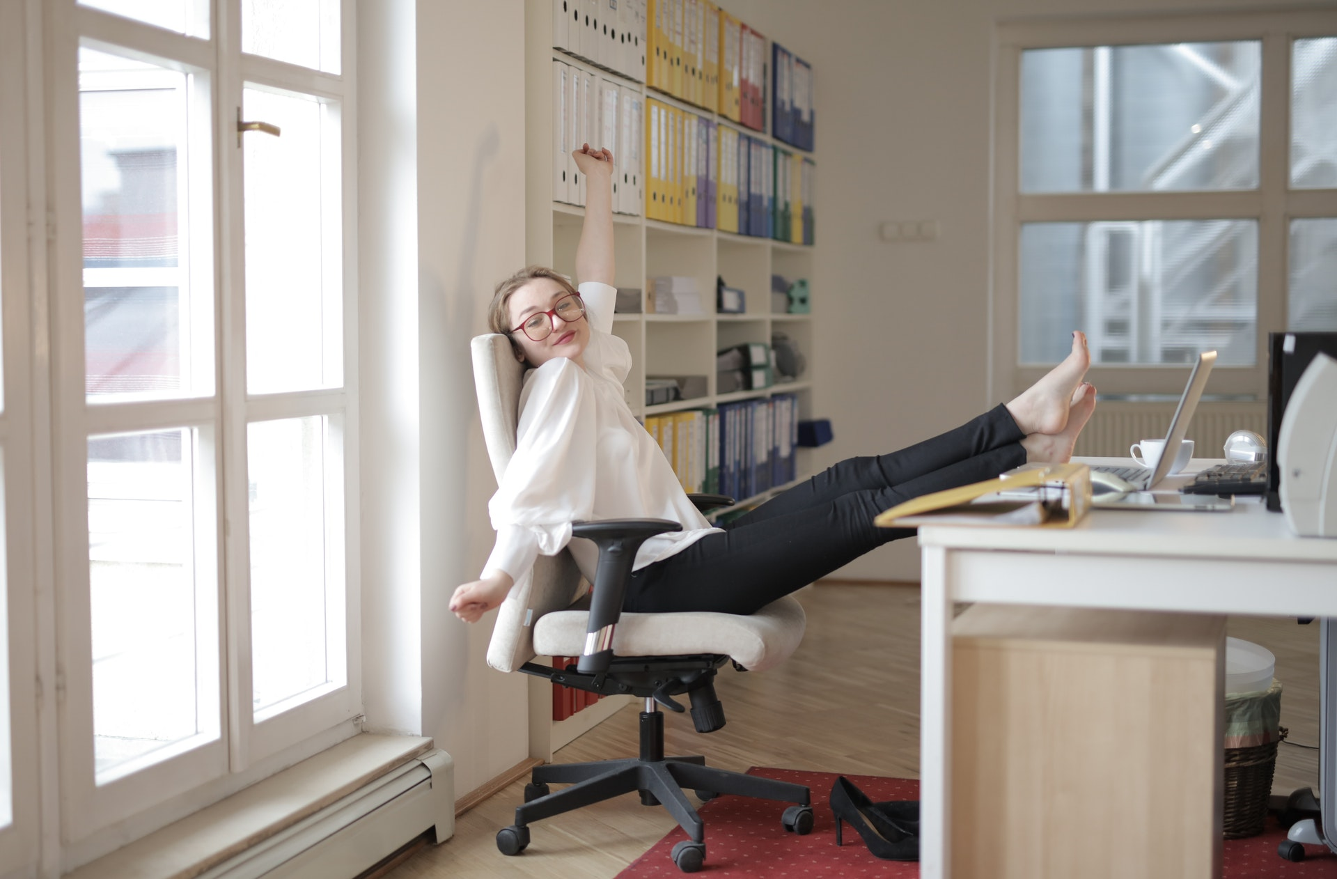 5 Stretches You Can do at Your Desk